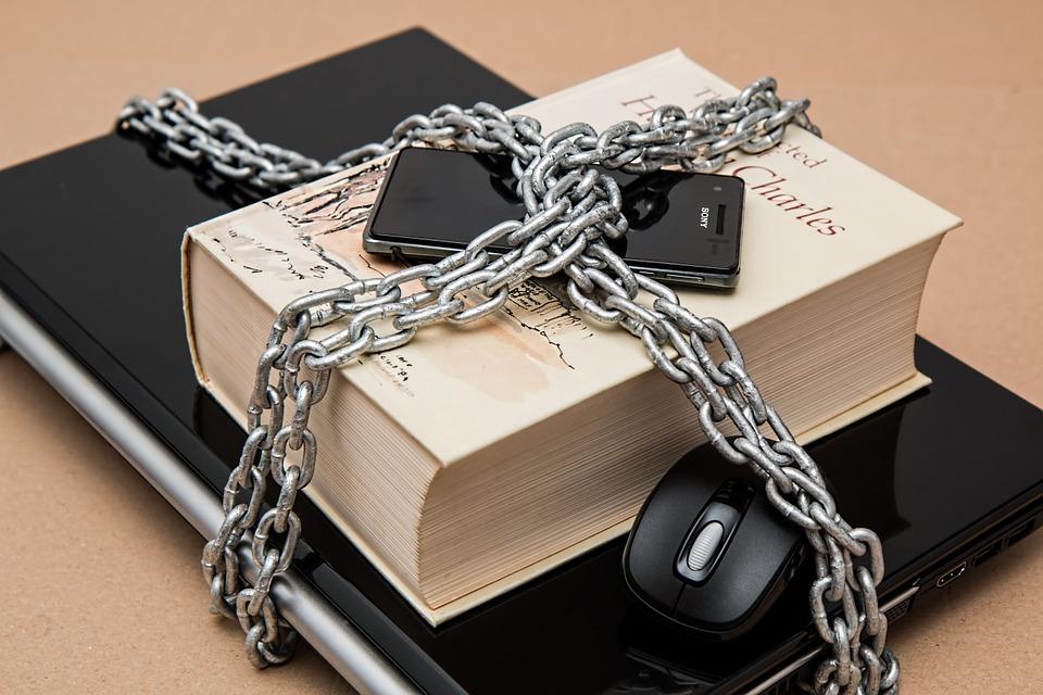 Le blocage automatique des contenus par un algorithme est une violation de la liberté d'expression !