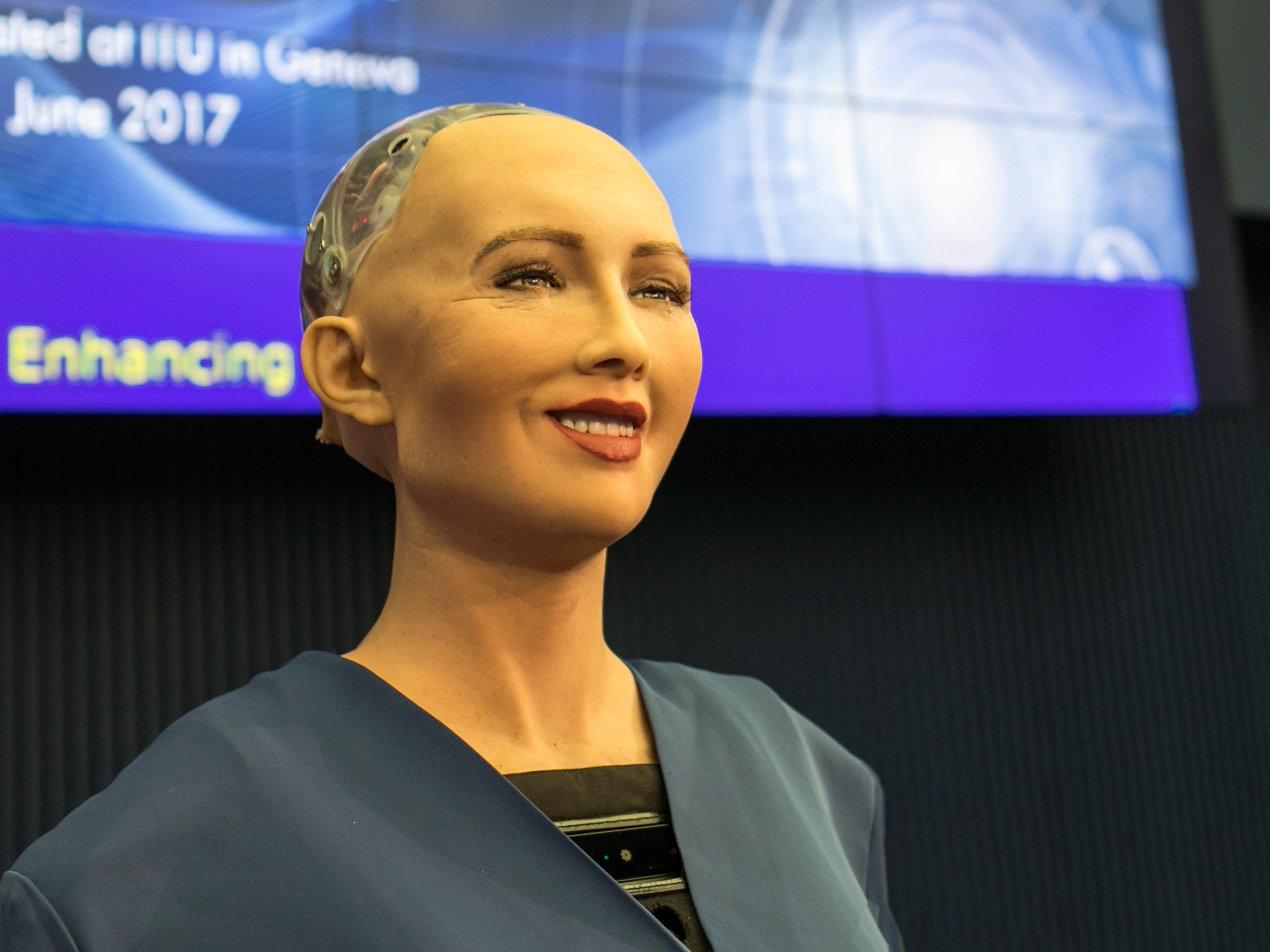 Robots are not neutral: how they affect human behavior?